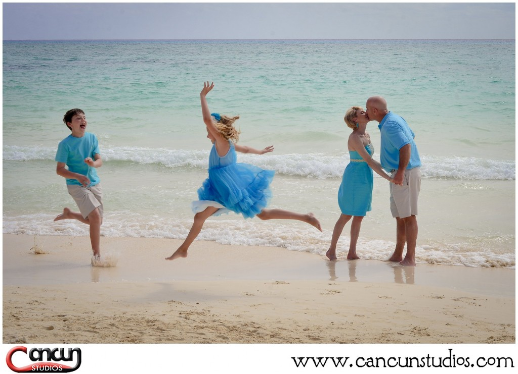 family beach portraits in cancun