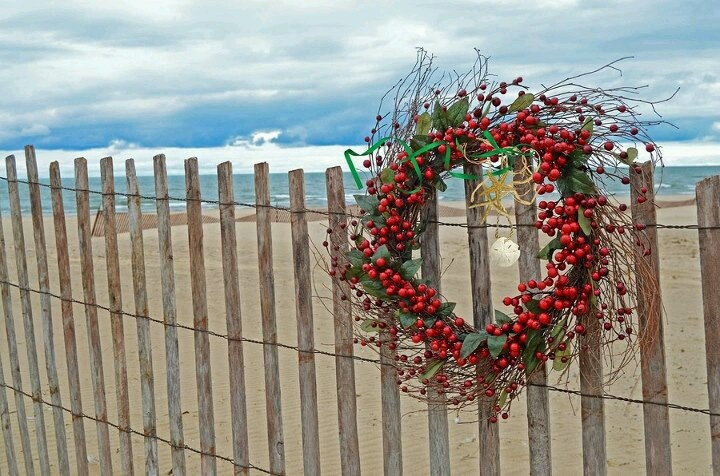 Bring a Holiday wreath as a prop for your Holiday Portraits at the beach in Cancun
