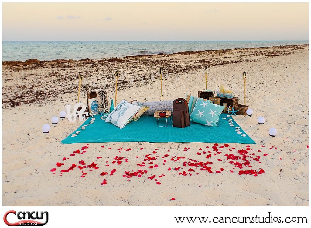 Cancun Picnic on the beach perfect for a proposal - Starfish theme